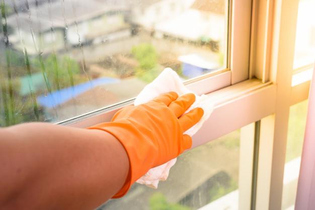 Limpieza de las ventanas de PVC en Barcelona