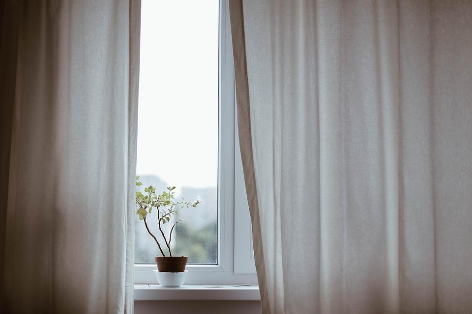 Las cortinas, el mejor complemento para vuestras ventanas de aluminio