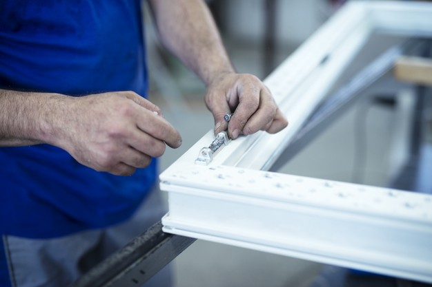 ¿Cómo mejorar la eficiencia energética de una nave industrial con la carpintería de PVC en Castellar del Vallès?